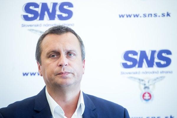 Predseda SNS Andrej Danko stále neprišiel s menom nového ministra školstva.