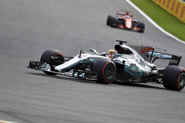 Lewis Hamilton počas kvalifikácie na Veľkú cenu Belgicka
