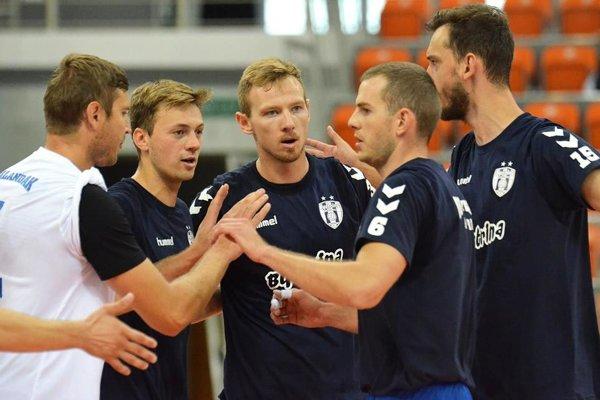 Volejbalisti Nitry odohrali v Poľsku prvé dva prípravné zápasy.