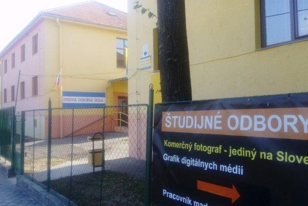 Jednou z dvoch stredných škôl v okrese, kde nenastúpili prváci, je SOŠ v Kalnej nad Hronom.