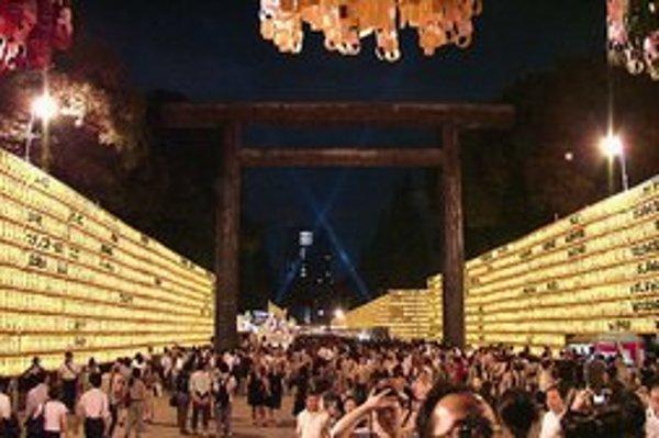 Jasukuni počas japonského sviatku.