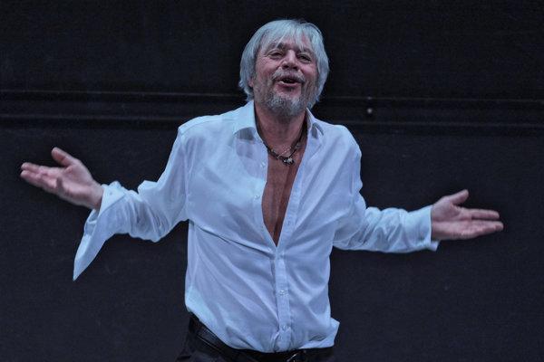 Juraj Kukura. Predstaví sa v postave Karamazova.