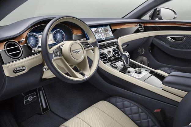 V elegantnom kokpite dominujú veľkoplošné digitálne displeje. Kupé Continental GT, ktoré príde na trh v marci budúceho roka, zrýchli z 0 na 100 km/h za 3,7 sekundy a dosiahne maximálnu rýchlosť 333 km/h.