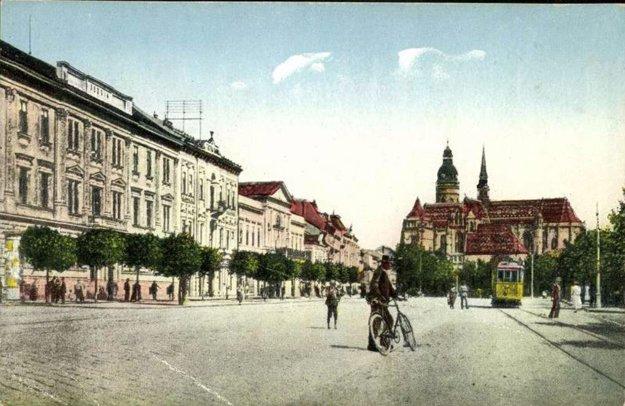 Pohľad na Hlavnú ulicu koncom 30. rokov 20. storočia.
