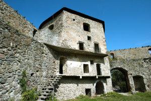 V pevnosti Bzovík.