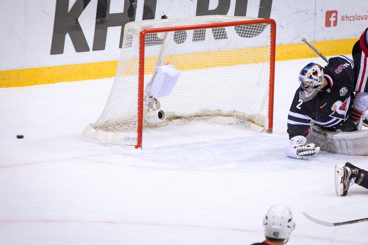 Marek Mazanec z HC Slovan Bratislava počas zápasu Kontinentálnej hokejovej  ligy (KHL) medzi HC 4e6260031b8