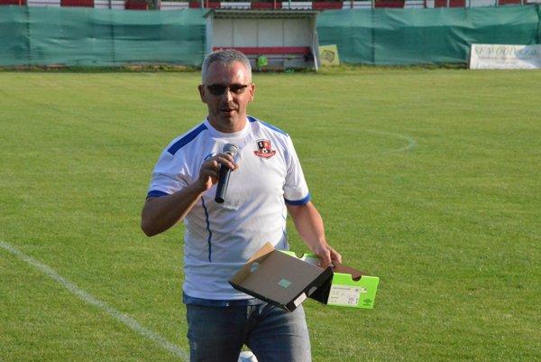 Štefan Zábojník. Šéf harichovského klubu pozýva na pohárový derby súboj so Sp. N. Vsou.