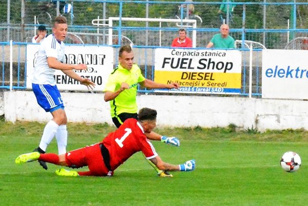 Adam Morong pri prvom góle obišiel aj brankára Rožníka. Napokon strelil aj víťazný gól.
