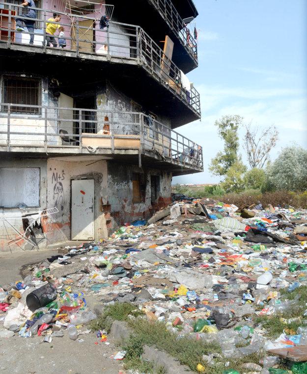 Vzadu to vyzerá hrozne. Odpad zatiaľ pribúda, má však zmiznúť.