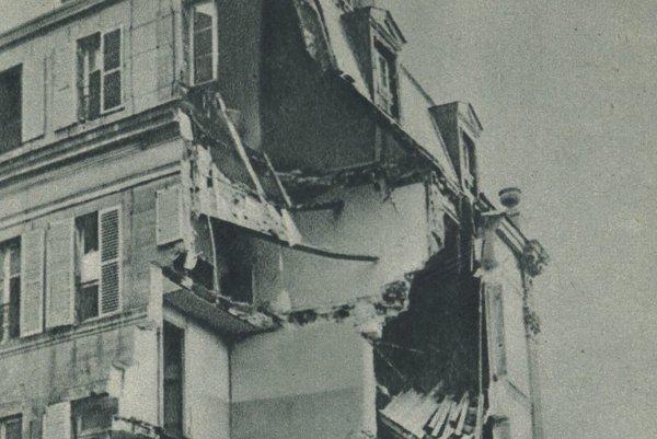 Zničená budova Ústredného zväzu francúzskych priemyselníkov v Paríži po bombovom útoku.