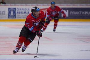 Kanaďan Dave Hunchak už nie je asistent trénera hokejistov Banskej Bystrice Vladimíra Országha.