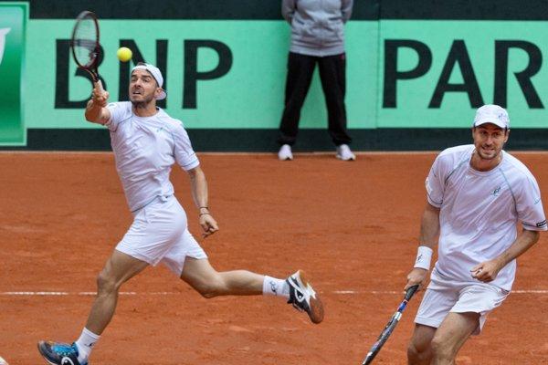 Vľavo Andrej Martin a vpravo Igor Zelenay v zápase štvorhry.