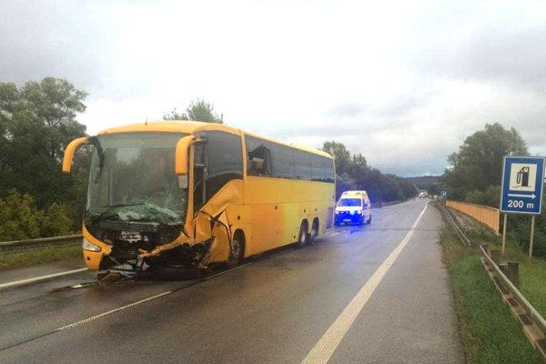 Poškodený poľský autobus.