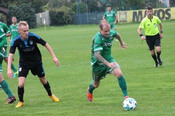 Lipany pečatili víťazstvo vhodine dvanástej. Odevu dostal znova na prvé miesto Lukáš Janič (vpravo), gólom vposledných sekundách hry.