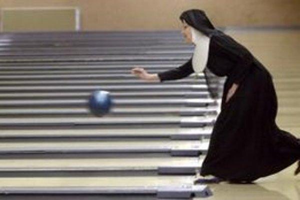 Sestra Mary Prudentia hrá bowling v meste Wichita.