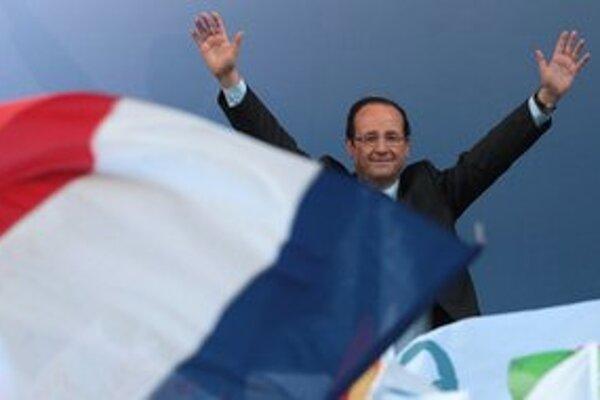 Sarkozyho vyzývateľ Francois Hollande.