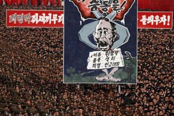 Minulý týždeň protestovali tisíce Severokórejčanov proti juhokórejskému prezidentovi Liovi Mjung-pakovi.