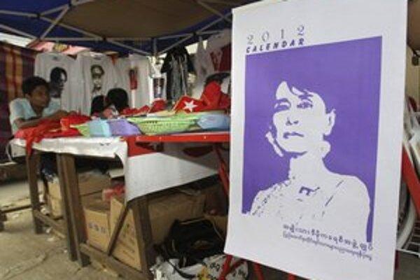 Očakávaná premiéra Su Ťij v parlamentnej lavici sa odkladá. Odmietla prisahať, že bude chrániť ústavu.