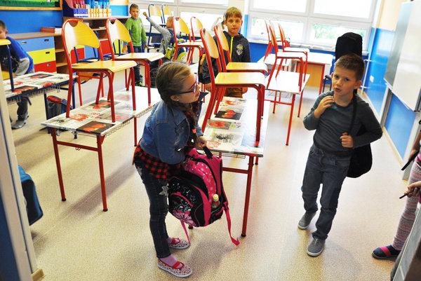 Deťom sa nové podlahy vtriedach páčia .