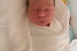 Petre Gálikovej a Miroslavovi Lachkému z Ilavy sa 13. marca narodila dcérka Sára (2990 g a 49 cm), z ktorej sa teší aj brat Filip.