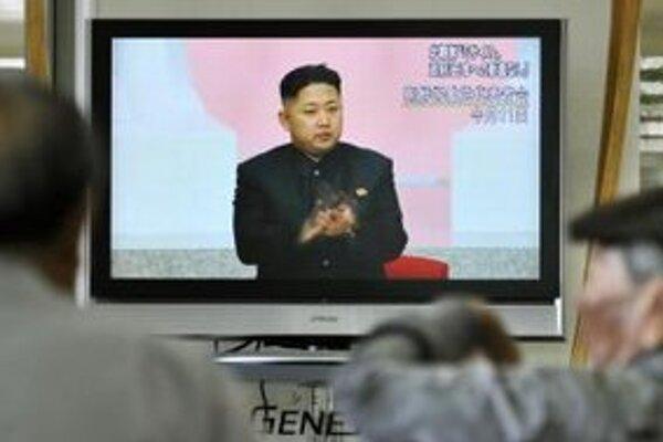 Súčasný vodca Severnej Kórey Kim Čong-una v televízii.