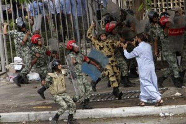 K protestom v Egypte sa pridávajú i islamisti.