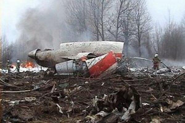 Trosky lietadla po havárii.