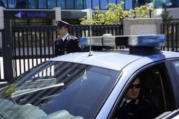 Polícia pred sídlom agentúry v Ríme.