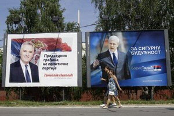 Nikolič (vľavo) zrejme utŕži od Tadiča (vpravo) tretiu volebnú porážku.