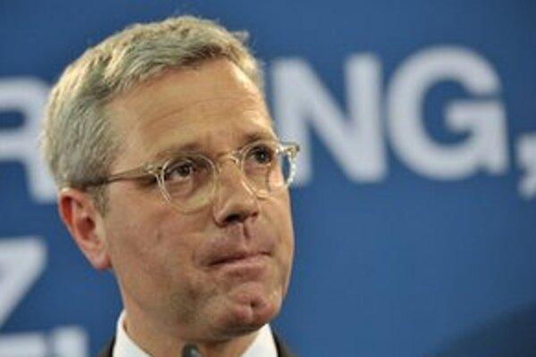 Regionálny líder CDU Norbert Röttgen sa vzdal funkcie.