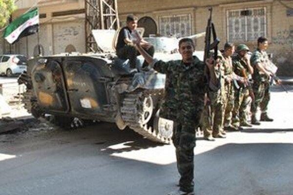 Niektorí sýrski vojaci sa pridávajú na stranu rebelov.