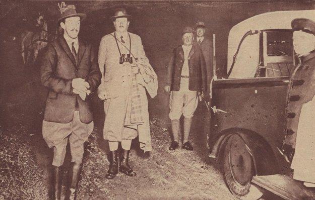 Zvrhnutý španielsky kráľ Alfonz počas poľovačky v Čechách v roku 1932.