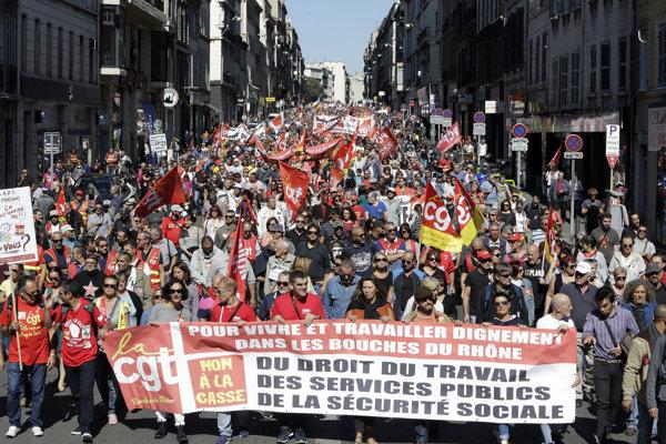 Odborári protestujú proti reforme zákonníka práce.