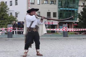 Na námestí Bratia Štefánikovci z Púchovskej doliny hrali na trombity...