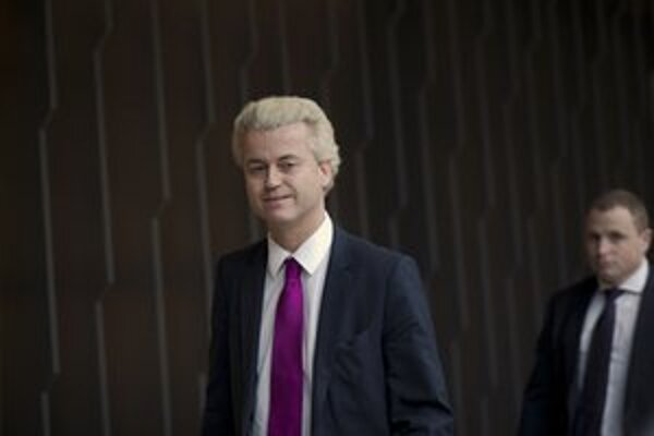 Geert Wilders má o poslanca menej.