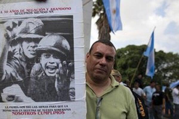 Veterán z vojny o Falklandy na demonštrácii v Buenos Aires.