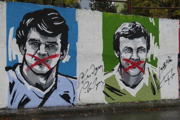 Poškodené maľby.