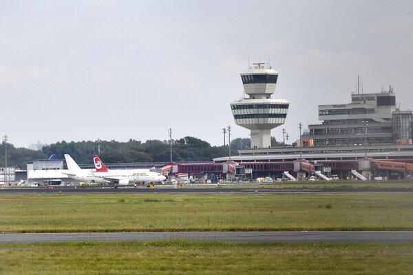 Nové letisko Berlín-Brandenbursko (Berlin-Brandenburg) malo pôvodne nahradiť Tegel už v roku 2012.
