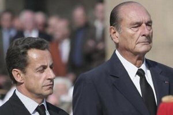 Bývalý francúzsky prezident Jacques Chirac a súčasný francúzsky prezident Nicolas Sarkozy.
