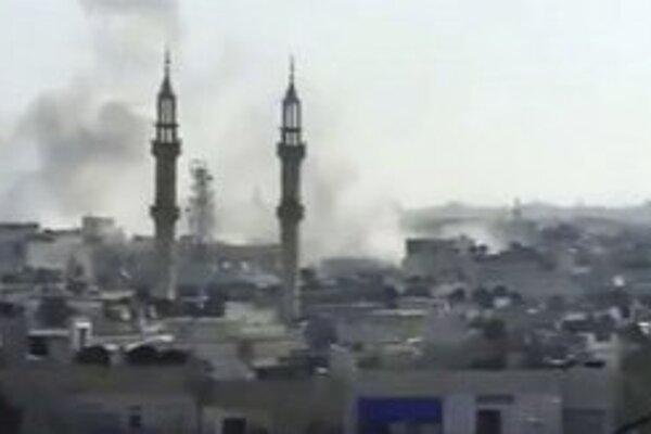 Amatérsky videozáznam z ostreľovaného Homsu.