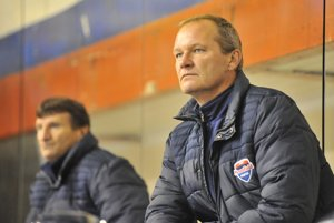 Tréner Ján Galamboš (vpravp) hodnotil výkon v Brezne ako najhorší v sezóne. Martinčania sú však dhodlaní sériu doma otočiť.