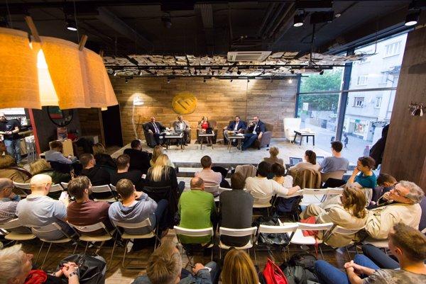 Štyria kandidáti na bratislavského župana hovorili o svojich plánoch v diskusií denníka SME.