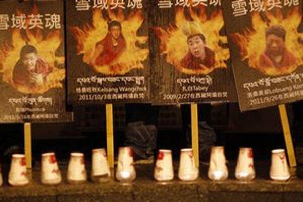Portréty mŕtvych tibetských mníchov.