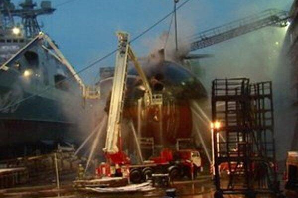 Hasenie jadrovej ponorky Jekaterinburg v Murmansku.