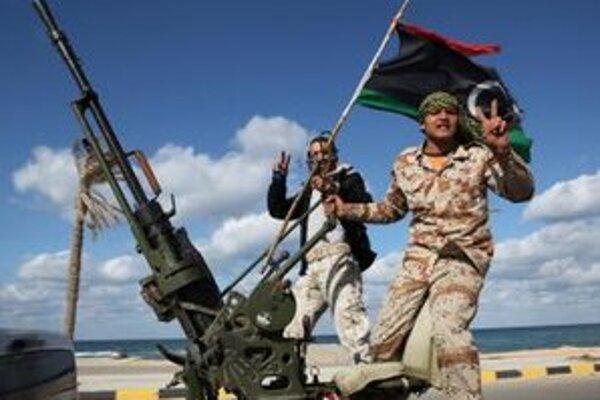 Podľa Amnesty International milície mučia bývalých prívržencov Kaddáfího režimu.