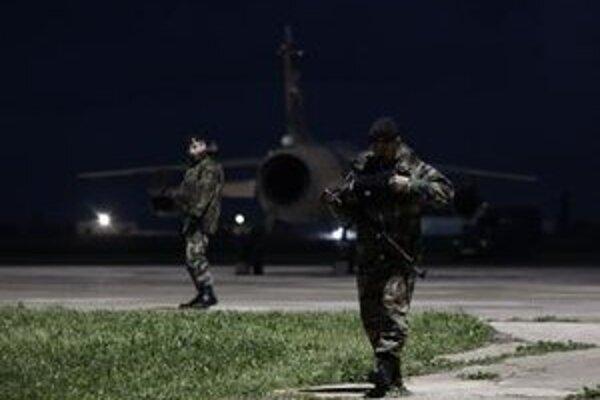 Líbyjské stíhačky na letisku v maltskom meste Gudja.