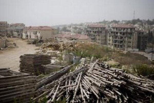 Rozostavaná židovská osada Ariel na západnom brehu Jordánu.