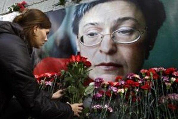 Politkovská sa preslávil najmä reportážami o zverstvách páchaných ruskou armádou v Čečensku.