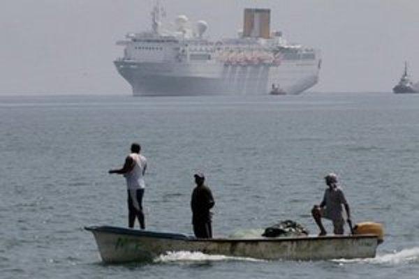 Costa Allegra sa blíži k prístavu Victoria.