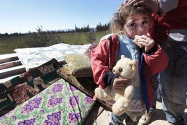 Sýrski utečenci na ceste do Libanonu.